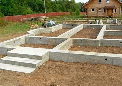 Как правильно подготовить фундамент для строительства загородного дома